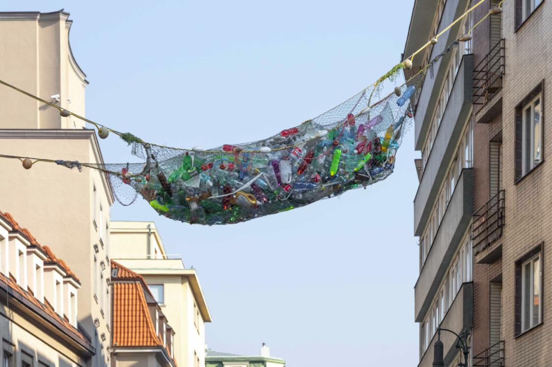 FRUTTI DI MARE / VLADIMÍR TURNER // Instalace nad křižovatkou Dlouhá-Rybná // Galerie NoD