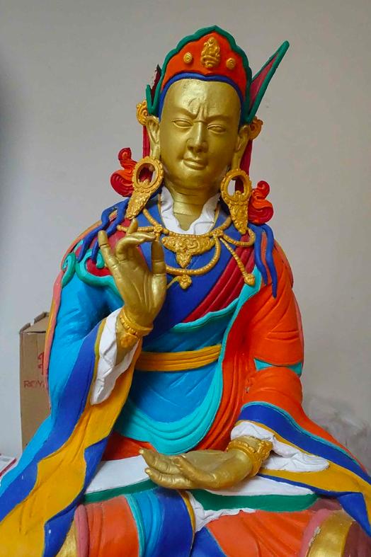 Socha Gurua Rinpočheho (Padmasambhava) čeká na své probuzení